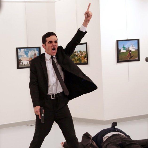 © Burhan Ozbilici, The Associated Press; Umor v Turčiji