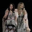 Modni teden v NY: Bella pomagala sestri Gigi, ki je izgubila čevelj