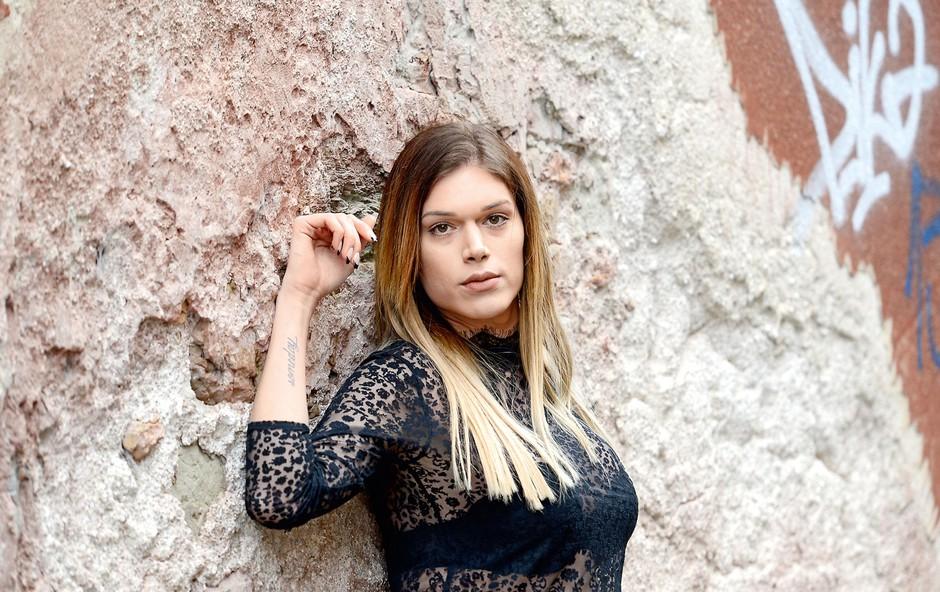 Pia Filipčič se je lotila snemanja vlogov (foto: Primož Predalič)