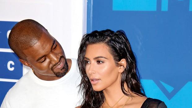 Kim Kardashian: Nadomestna mama za 45.000 dolarjev (foto: Profimedia)