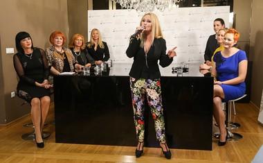 Na predstavitvi knjige je nastopila tudi pevka Nuša Derenda.