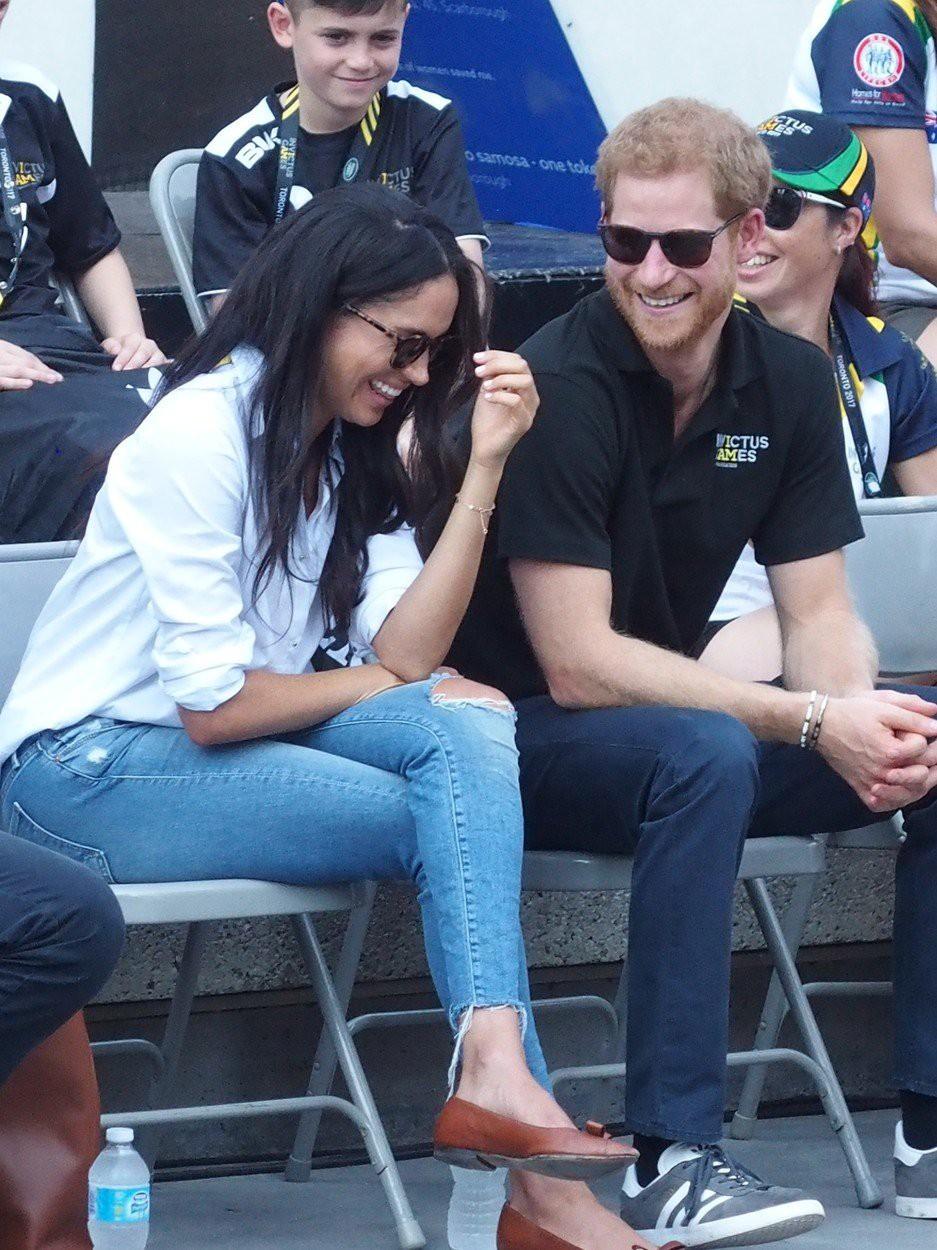 Princ Harry z dekletom Meghan Markle prvič skupaj v javnosti (foto: profimedia)