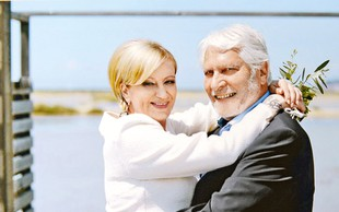 Ljubezenska pravljica Ksenije Benedetti in Borisa Cavazze: Te zaljubljene poročne fotografije povedo več kot tisoč besed