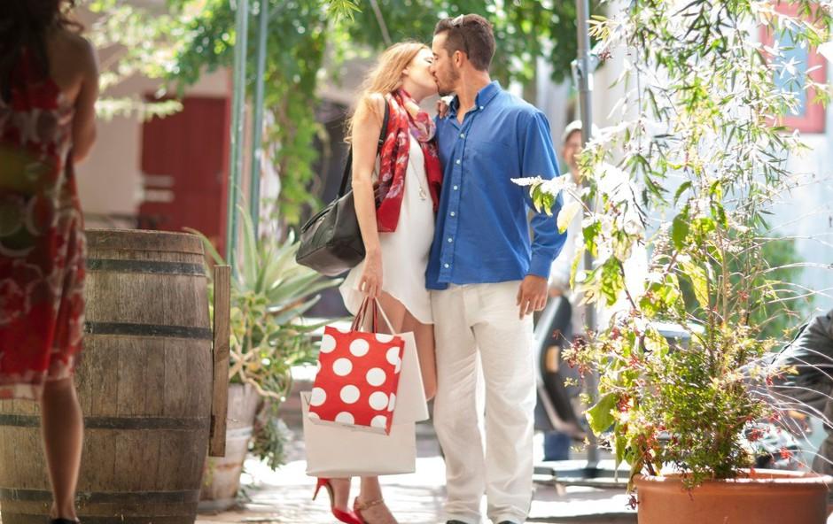 Raziskovalci razkrili: Zakaj se nekateri pari radi strastno poljubljajo v javnosti? (foto: Profimedia)