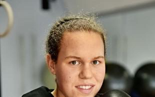 Boksarka Ema Kozin postala najmlajša svetovna prvakinja!