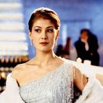 """Bondovo dekle: Ob Pierceu Brosnanu je odigrala sanjsko vlogo vsake ženske. """"Nisem vedela, kaj naj pričakujem od filma,"""" je dejala po obetavnih kritikah. Pred vlogo ljubice najslavnejšega skrivnega agenta si ni ogledala niti enega dela franšize … (foto: Profimedia)"""