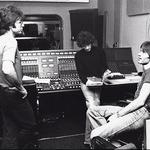 """Abbey Road: """"S Cliffom Richardom sva se spoznala, ko me je Cindy Kent odpeljala v Abbey Road studio, kjer je Cliff Richard snemal s Shadowsi."""" (foto: osebni arhiv, Goran Antley, Primož Predalič)"""