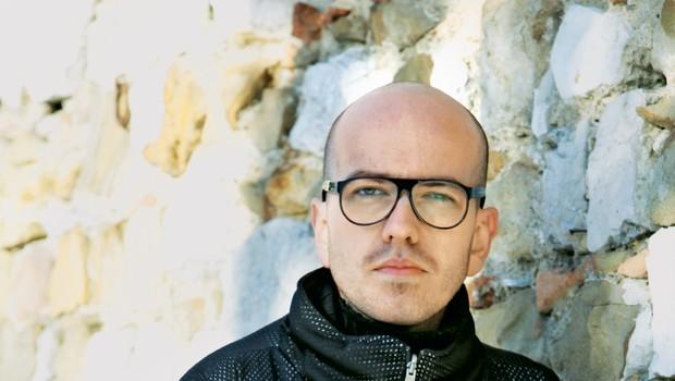 Oblikovalec Peter Movrin podpisal pogodbo s podjetjem Alexandra McQueena (foto: Helena Kermelj)