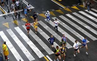 Prehodi preko trase in dostop do UKC v času ljubljanskega maratona