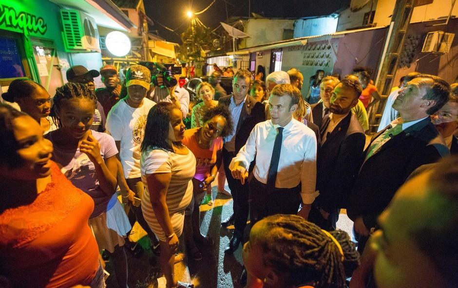 Emmanuela Macrona so v Francoski Gvajani pozdravili tudi z marihuano (foto: profimedia)