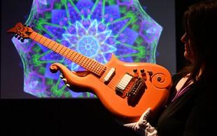 Za Princeovo zelenomodro kitaro iztržili 600.000 evrov