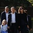 Carlo Bruni Sarkozy na glasbeni turneji spremlja hčerka
