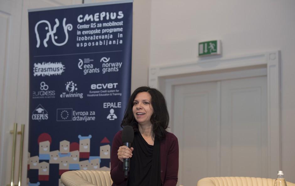 Medkulturno z dopisnico Karmen W. Švegl (foto: Center RS za mobilnost in evropske programe izobraževanja in usposabljanja)