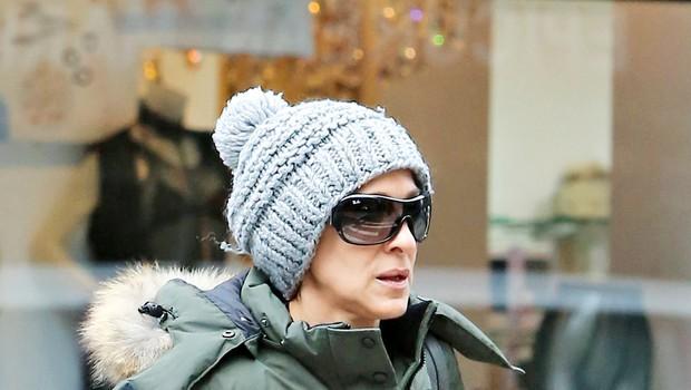 Zvezdniki proti hladnemu vremenu s kapicami na glavi (foto: Profimedia)