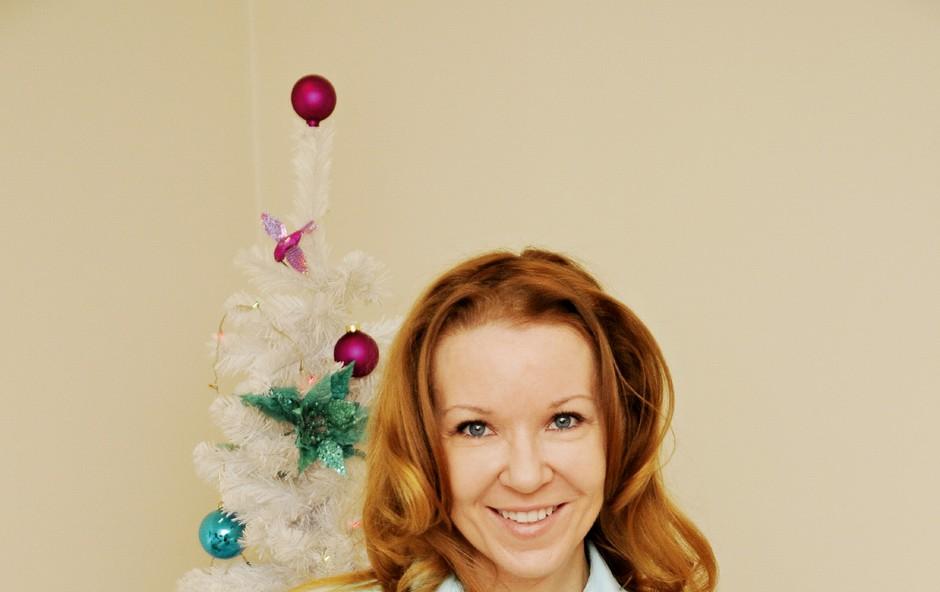 Regina: Komaj je čakala, da odpre darilo (foto: Sašo Radej)