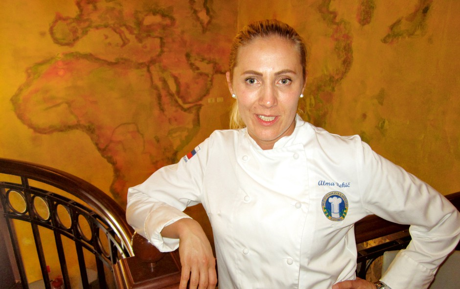 Alma Rekić in Rebeka Dremelj - projekt kuhanja silvestrskega menija! (foto: Alpe)