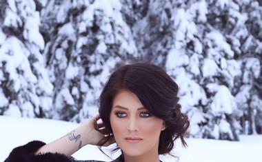 Nina Donelli bo praznike preživela na odru