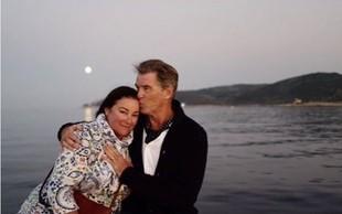 Pierce Brosnan ljubi obline svoje soproge