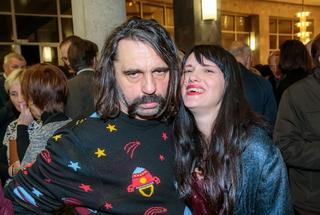 Nenavaden hrvaški glasbeni par si je nadel umetniško ime Mr. Lee & IvaneSky. Pod tem imenom sta letos poleti nastopila tudi na festivalu Live Cinema v Veliki Britaniji, kjer ju je posnela televizija BBC.