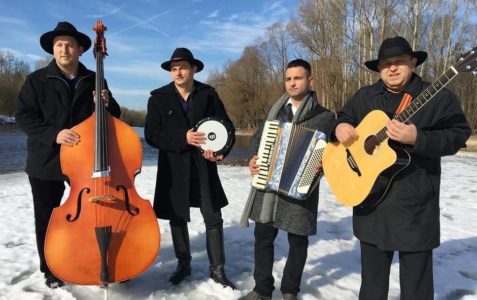 Prekmursko - romska zasedba Del tuha z novostjo Najina pesem! (foto: Del tuha Press)
