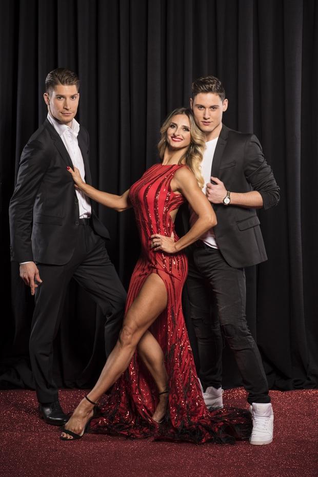 Ekipi profesionalnih plesalcev v Zvezde plešejo se bodo pridružili trije novi obrazi (foto: Pop tv)