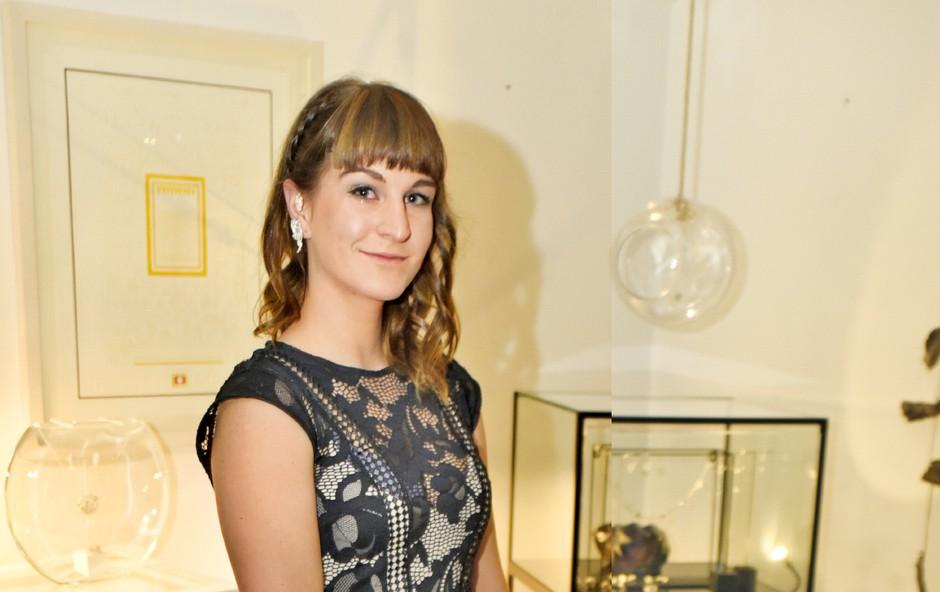 Denise Dame nosi nakit oblikovalke Uršule Rihtar (foto: Aleksandra Saša Prelesnik)