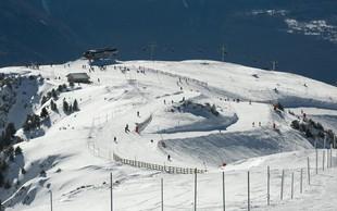 V francoskih Alpah v gondolah obtičalo 150 smučarjev