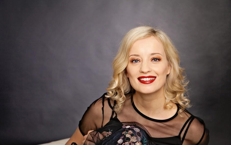 """Igralka Ajda Smrekar odkrito: """"Imam redno službo, a me je vseeno strah, da se bo svet sesul."""" (foto: Aleksandra Saša Prelesnik)"""