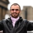 Ringo Starr in Barry Gibb sta od kraljice Elizabete prejela britanski viteški red