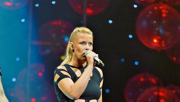 Anika Horvat je združila moči s primorsko glasbeno skupino (foto: Primož Predalič)