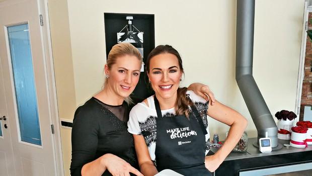 Rebeka Dremelj in Alma Rekić: Babji ravs v kuhinji! (foto: Peter Irman)