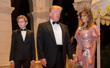 Steve Bannon o solzah Melanie, Donaldovem bolestnem narcizmu in 'kot noč neumni' Ivanki!