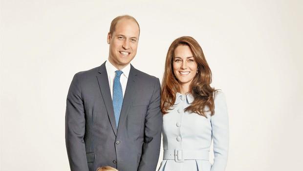 Princ William in vojvodinja Kate na družinskem portretu (foto: Profimedia)