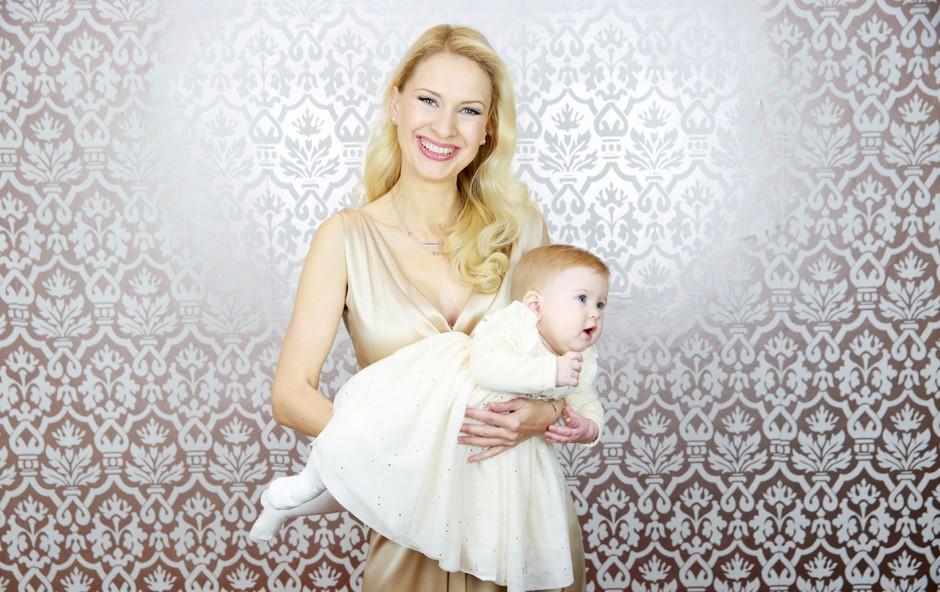 """Maja Ferme nam je v VIDEU zaupala: """"Materinstvo me je še dodatno osrečilo."""" (foto: Helena Kermelj)"""
