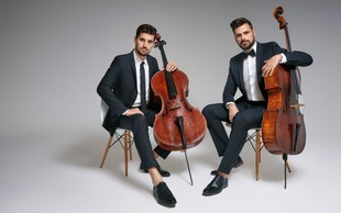 2CELLOS po obisku na Maldivih predstavlja 'My Heart Wil Go On'