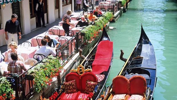 Skupina turistov v Benetkah poklicala policijo, ko so za štiri kosila dobili račun za 1.100 evrov! (foto: Profimedia)