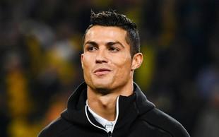 Zakaj se je Christiano Ronaldo med tekmo gledal v ogledalo