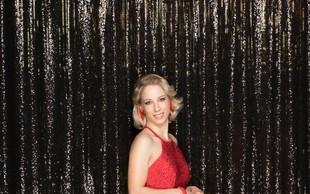 Poglejte si, kaj je Natalija Gros na rdeči preprogi naredila srčnemu izbrancu Roku Kunaverju
