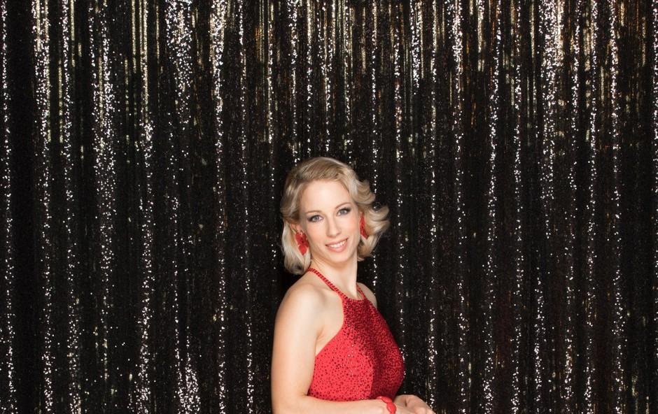 Poglejte si, kaj je Natalija Gros na rdeči preprogi naredila srčnemu izbrancu Roku Kunaverju (foto: POP TV)