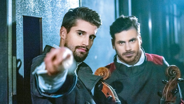Dvojec 2Cellos v slogu Titanika! (foto: Menart records)