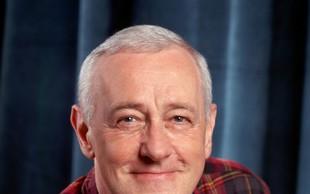 Umrl je igralec John Mahoney, ki je v seriji Fraiser igral očeta