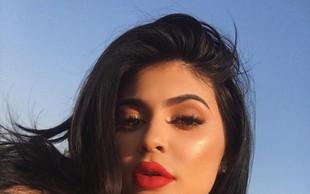 Kylie Jenner končala ugibanja: Hčerki je nadela ime Stormi!