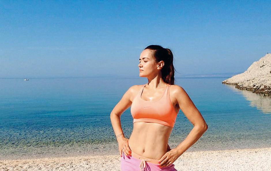 Alenka Košir pokazala, kako na vso moč uživa, brez trohice šminke je videti kot prava morska deklica (foto: Osebni arhiv)