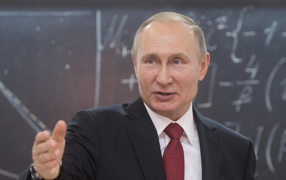 Vladimir Putin nima pametnega telefona! (foto: profimedia)