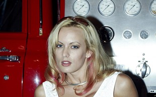 V striptiz klubu aretirali Stormy Daniels, ker je dovolila, da se je nekdo dotakne!