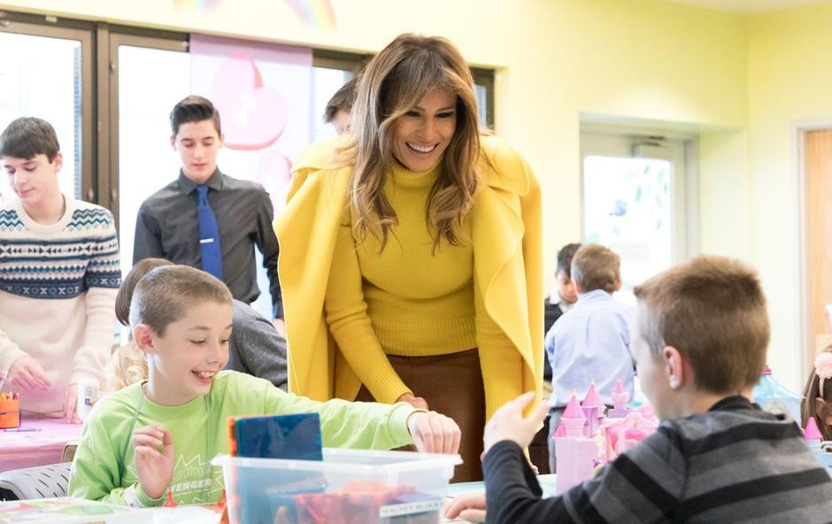 Melania Trump na valentinovo obiskala bolne otroke (foto: profimedia)