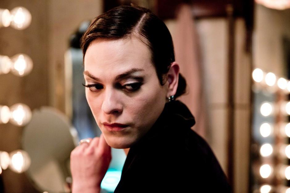 Prvič v zgodovini oskarjev med podeljevalci tudi odkrito transspolna oseba (foto: profimedia)