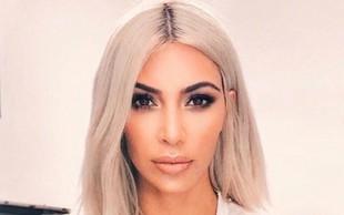 "Kim Kardashian ""fasala"" tožbo zaradi parfuma, ki ga je reklamirala na svoji zadnjici!"