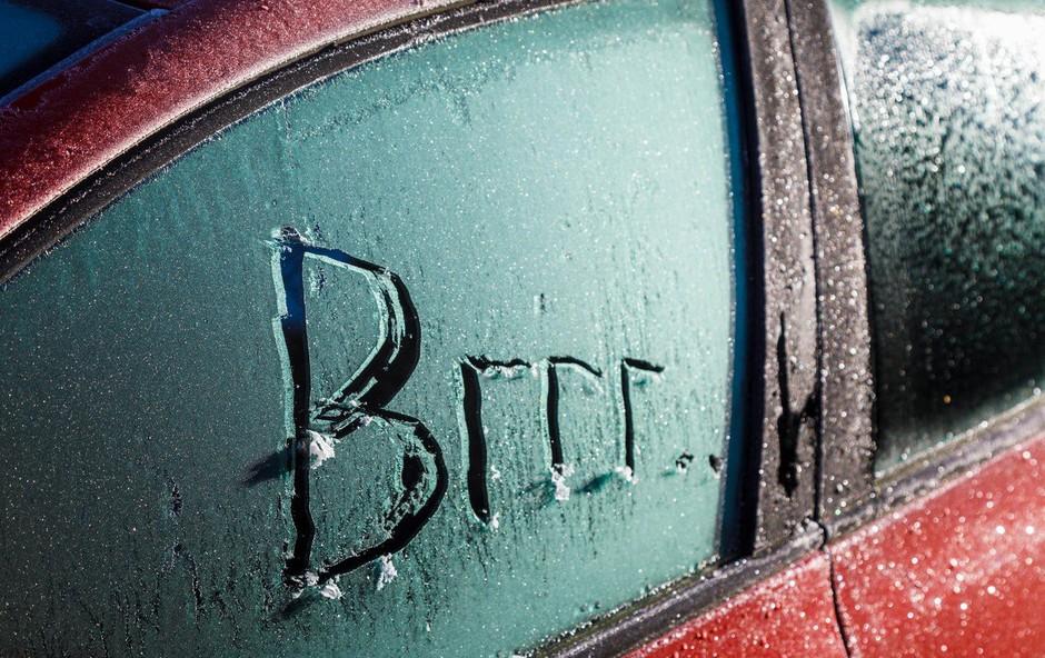 Zaradi mraza stavkajo avtomobilski akumulatorji, hitreje pa se praznijo tudi baterije mobilnikov! (foto: profimedia)
