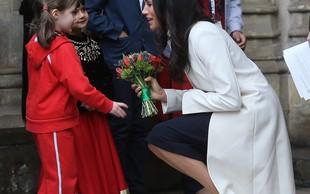Meghan Markle na prvi uradni slovesnosti s kraljico